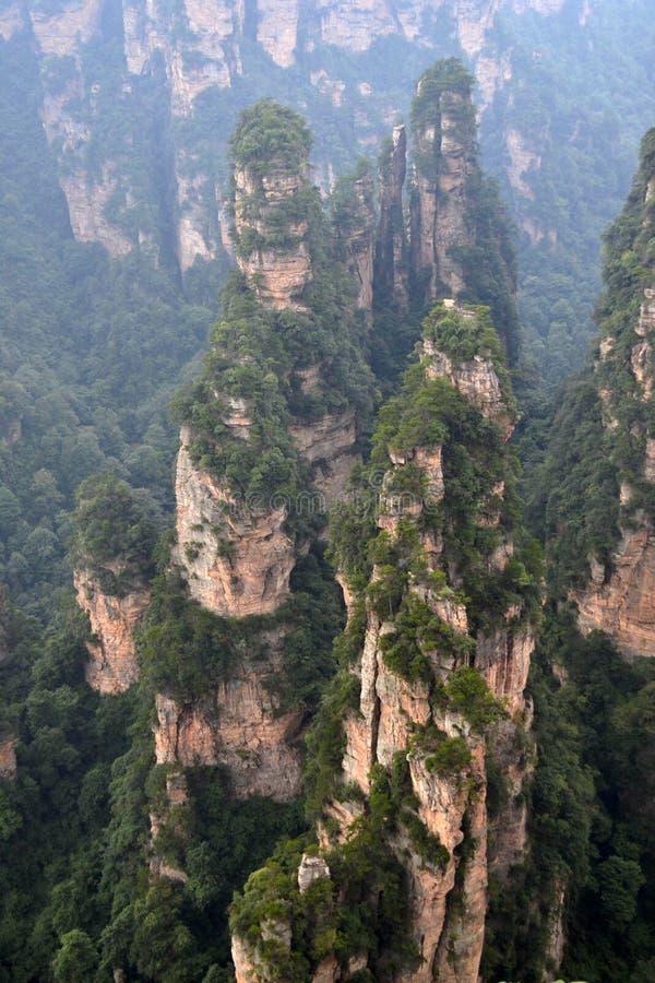 Rotsvormingen rond het Toneelgebied van Wulingyuan Welk dramatisch l stock foto's