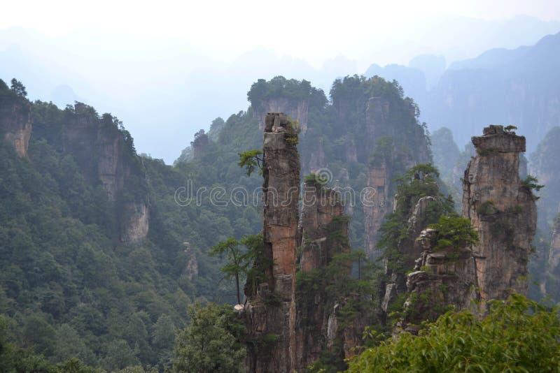 Rotsvormingen rond het Toneelgebied van Wulingyuan Welk dramatisch l royalty-vrije stock afbeelding