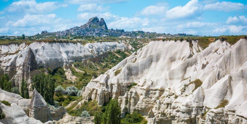 Rotsvormingen van Cappadocia dichtbij Uchisar stock afbeeldingen
