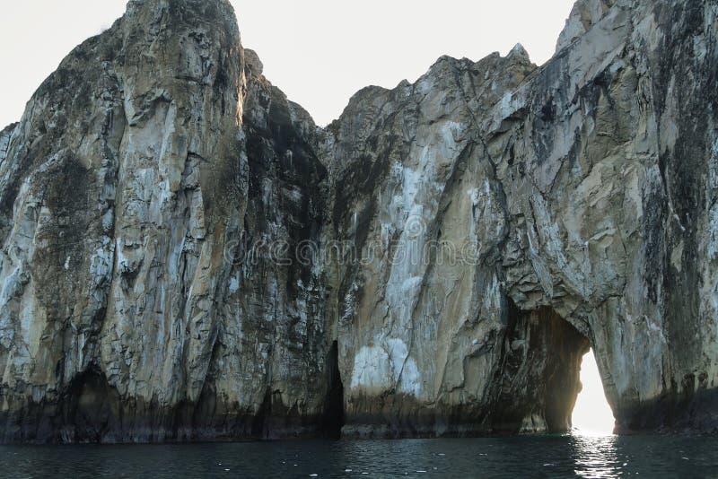 Rotsvormingen van Heksenheuvel in het eiland van San Cristobal stock fotografie
