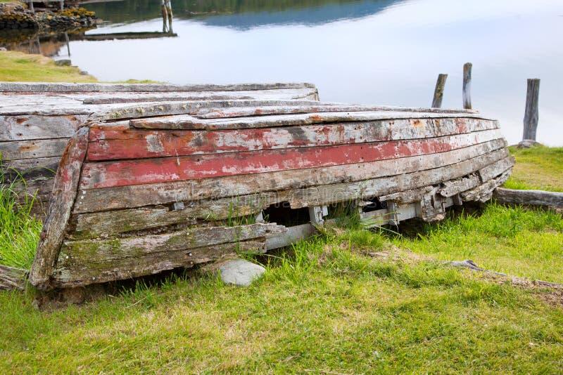 Rotte houten rijboot royalty-vrije stock afbeelding