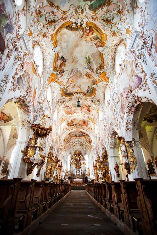 ROTTENBUCH TYSKLAND - JUNI 18: Inre av den Rottenbuch abbotsklosterkyrkan (Kloster Rottenbuch) royaltyfria foton
