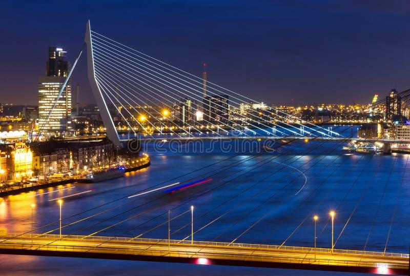 Rotterdam überbrückt Dämmerung lizenzfreie stockbilder