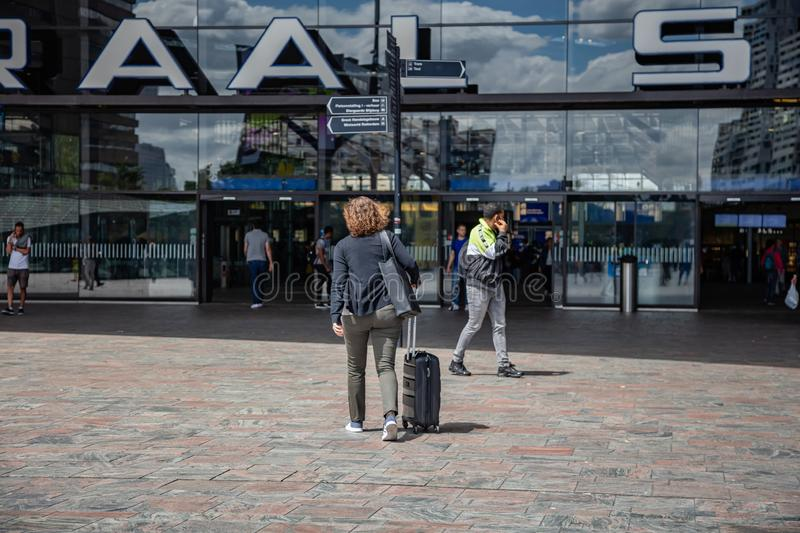 Rotterdam Centraal, Centrale post de bouwingang stock afbeelding