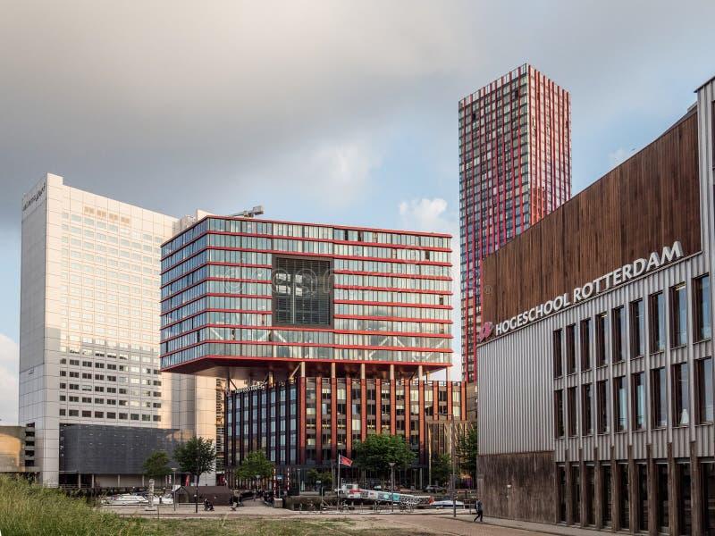 Rotterdam, die Niederlande - 31. Mai 2018 Moderne Architektur im Wijnhaven-Kanalbereich lizenzfreie stockbilder