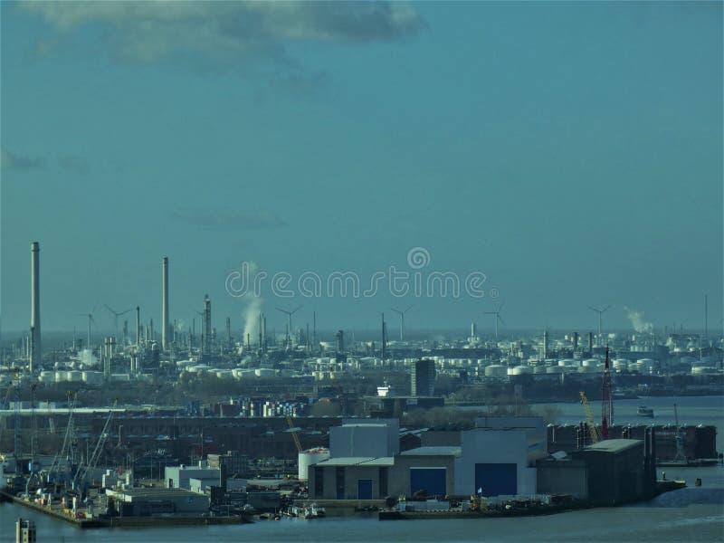 Rotterdam-Hafenindustrielandschaft 3 P.M. stockfotos