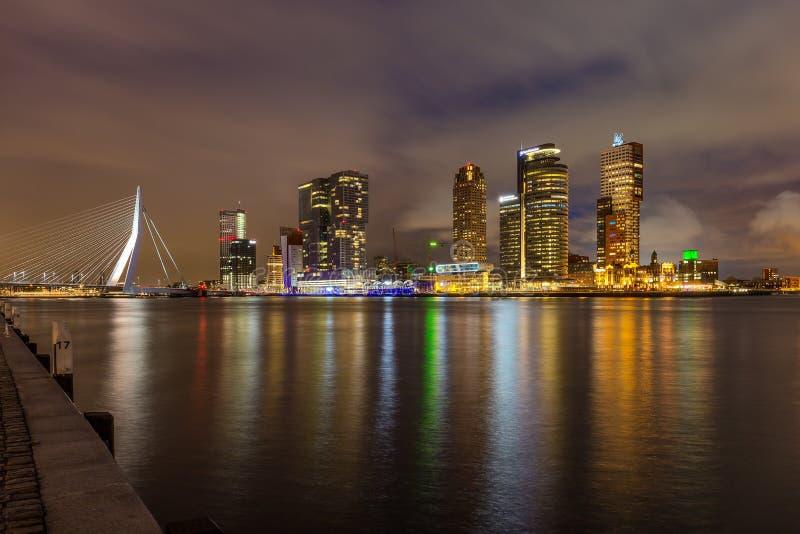 Rotterdam la nuit images libres de droits