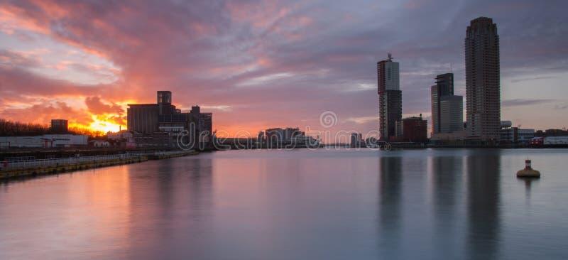 Rotterdam linia horyzontu przy zmierzchem obraz royalty free