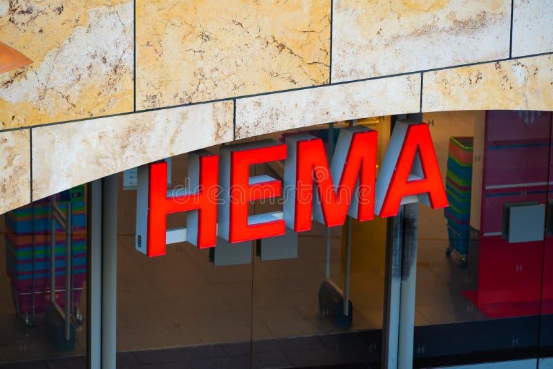 Rotterdam, los Países Bajos - 16 de febrero de 2019: La entrada de una tienda llamó Hema Hema es una cadena de venta al por menor fotos de archivo libres de regalías
