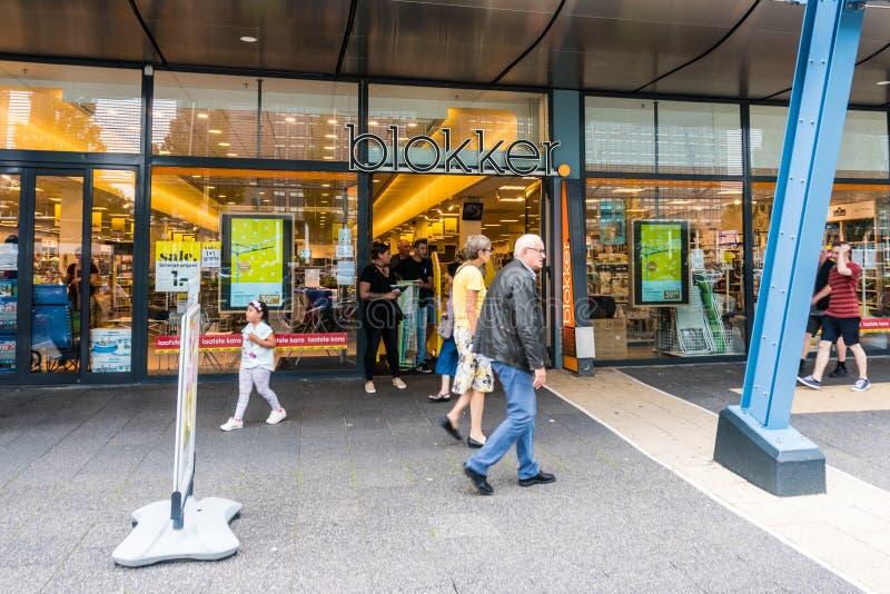 Rotterdam, los Países Bajos - 22 de julio de 2017: La entrada de una tienda llamó Blokker Blokker es una cadena holandesa de la t fotos de archivo libres de regalías
