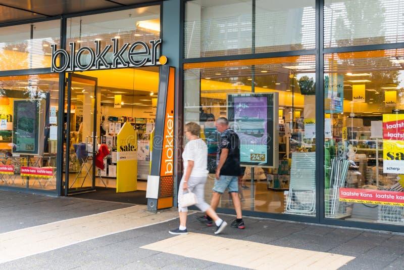 Rotterdam, los Países Bajos - 22 de julio de 2017: La entrada de una tienda llamó Blokker Blokker es una cadena holandesa de la t fotos de archivo
