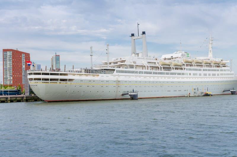 Rotterdam, 30 Nederland-April, 2017: De 228 meter SS Rotterdam, vroeger vlaggeschip van de lijn Holland-Amerika Buiten dienst stock fotografie