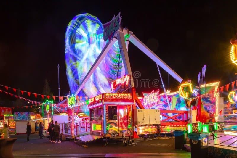 Rotterdam, Nederland - mag, 2018: Abstracte, lange die blootstelling van het spinnen van carrousel attractionat bij pretpark in w royalty-vrije stock fotografie