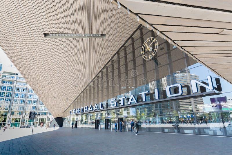 Rotterdam, Nederland - mag, 2018: Centraal station Rotterdam Centraal in Rotterdam, Nederland De post was geopende I stock fotografie