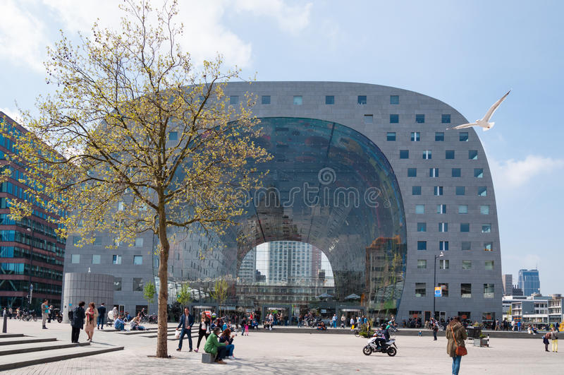 ROTTERDAM, NEDERLAND - MEI 9, 2015 de nieuwe Marktzaal stock afbeelding