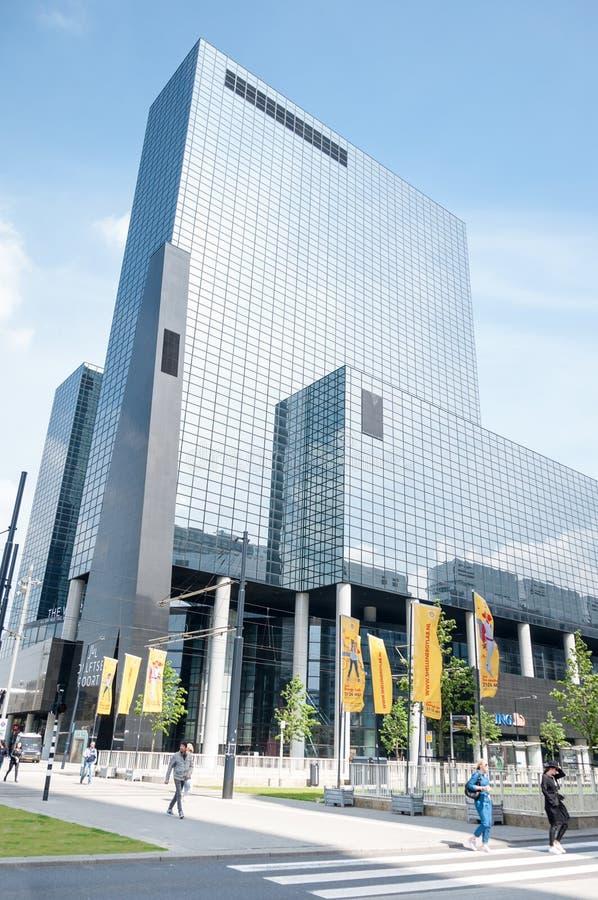 ROTTERDAM, NEDERLAND - Mei 11, 2015: Stadshorizon dicht bij de Centrale Post van Rotterdam royalty-vrije stock foto's