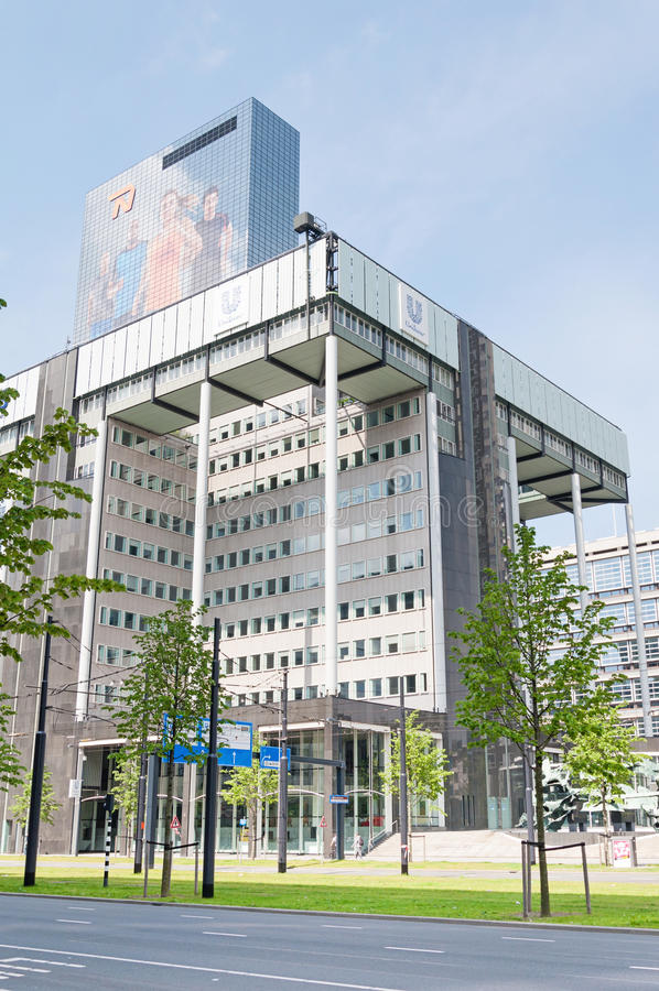 ROTTERDAM, NEDERLAND - Mei 11, 2015: Stadshorizon dicht bij de Centrale Post van Rotterdam stock afbeelding