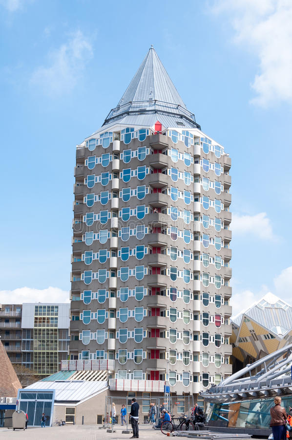 ROTTERDAM, NEDERLAND - Mei 9, 2015: Van de potloodtoren en kubus huizen stock afbeelding