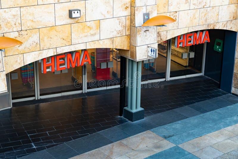 Rotterdam, os Países Baixos - 16 de fevereiro de 2019: A entrada de uma loja chamou Hema Hema é uma corrente varejo holandesa de  fotos de stock royalty free