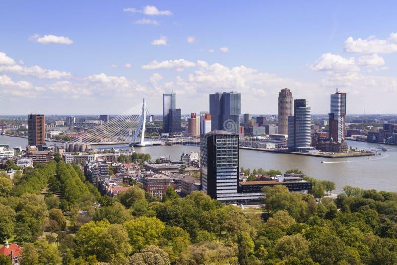 Rotterdam, Países Bajos Horizonte de la ciudad el día soleado fotos de archivo libres de regalías