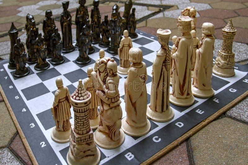Rotterdam, Paesi Bassi Il 26 gennaio 2019 ?hessboard con le grandi figure Gioco di scacchi per l'aria aperta fotografie stock libere da diritti