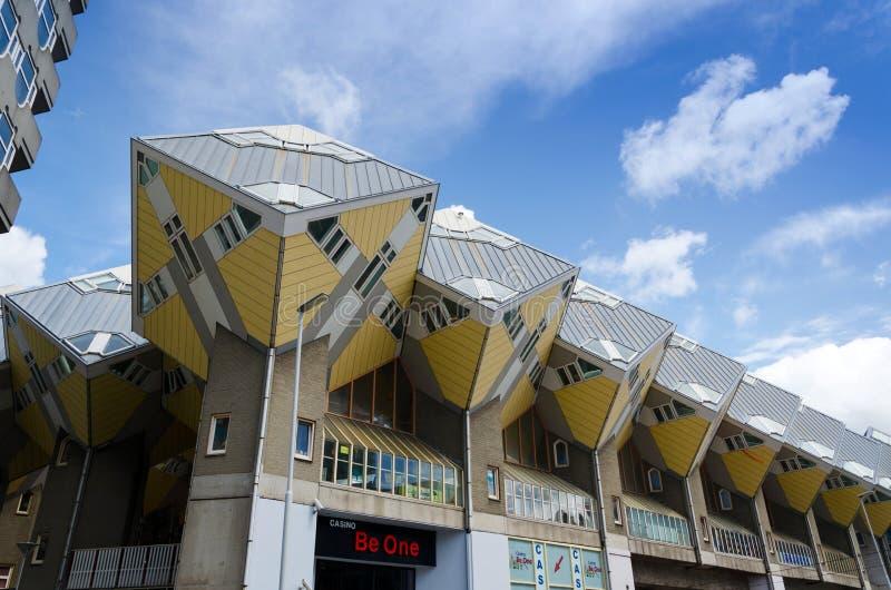 Rotterdam, Pays-Bas - 9 mai 2015 : Le cube loge l'iconique à Rotterdam photographie stock libre de droits
