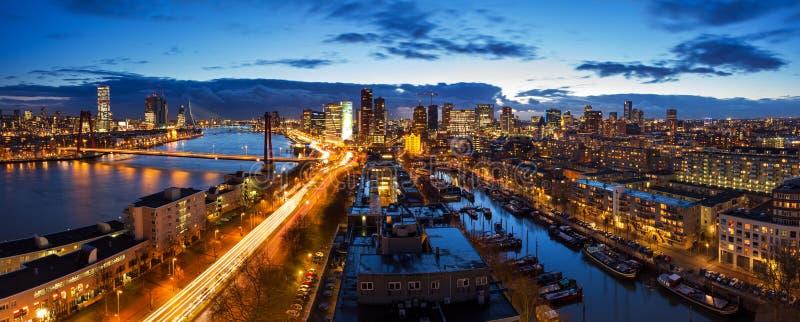 Rotterdam-Skylinepanorama stockbilder