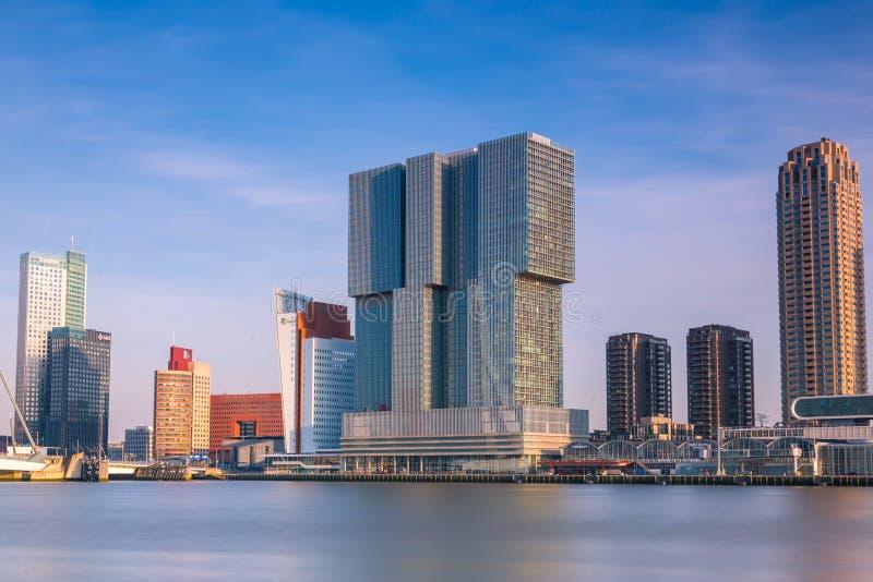 Rotterdam som buidling i staden av Rotterdam - Nederländerna royaltyfri bild