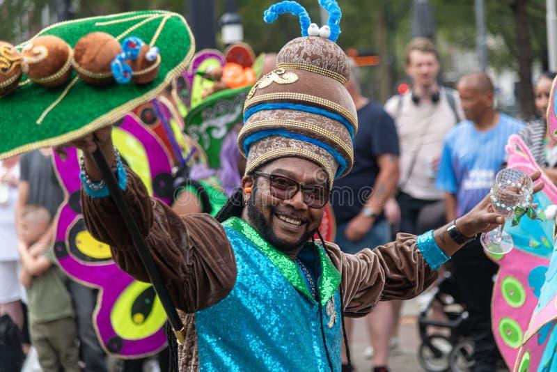 Rotterdam sommar carnaval 2019 ståtar - att dansa konung arkivfoton