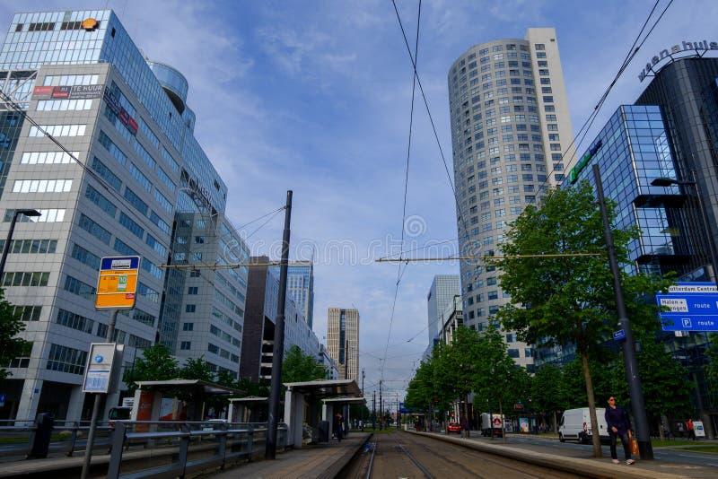 Rotterdam, Zuid-Holland, Nederland - 5 Mei 2019: Archirecture van de stad op de straten, Holland stock foto's