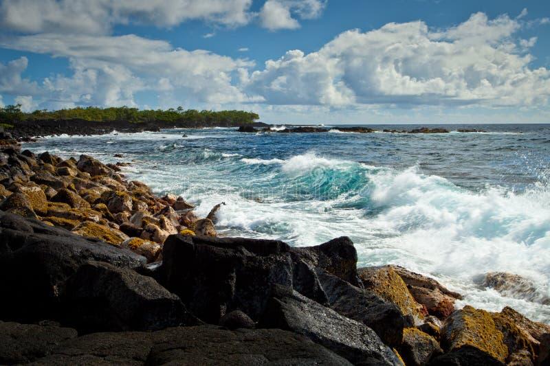 Rottura della riva di Kalapana sulla grande isola delle Hawai fotografia stock