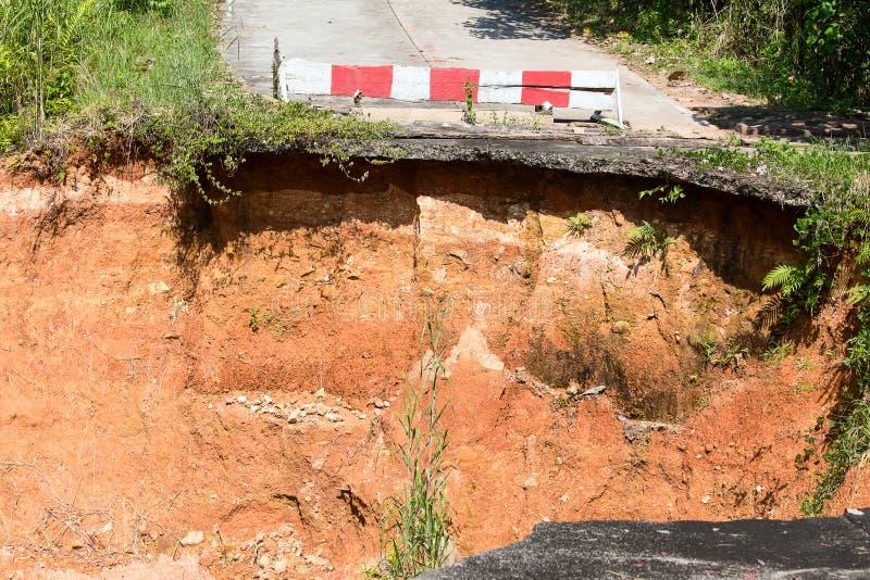 Rottura della strada asfaltata fotografia stock libera da diritti