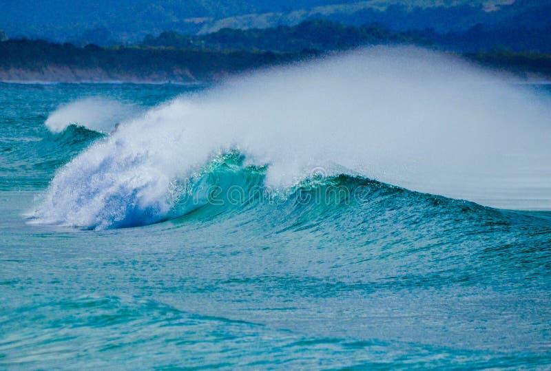 Rottura di Wave di oceano fotografia stock libera da diritti
