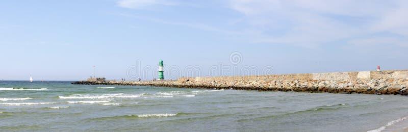 Rottura-parete al porto di Warnemuende immagini stock libere da diritti