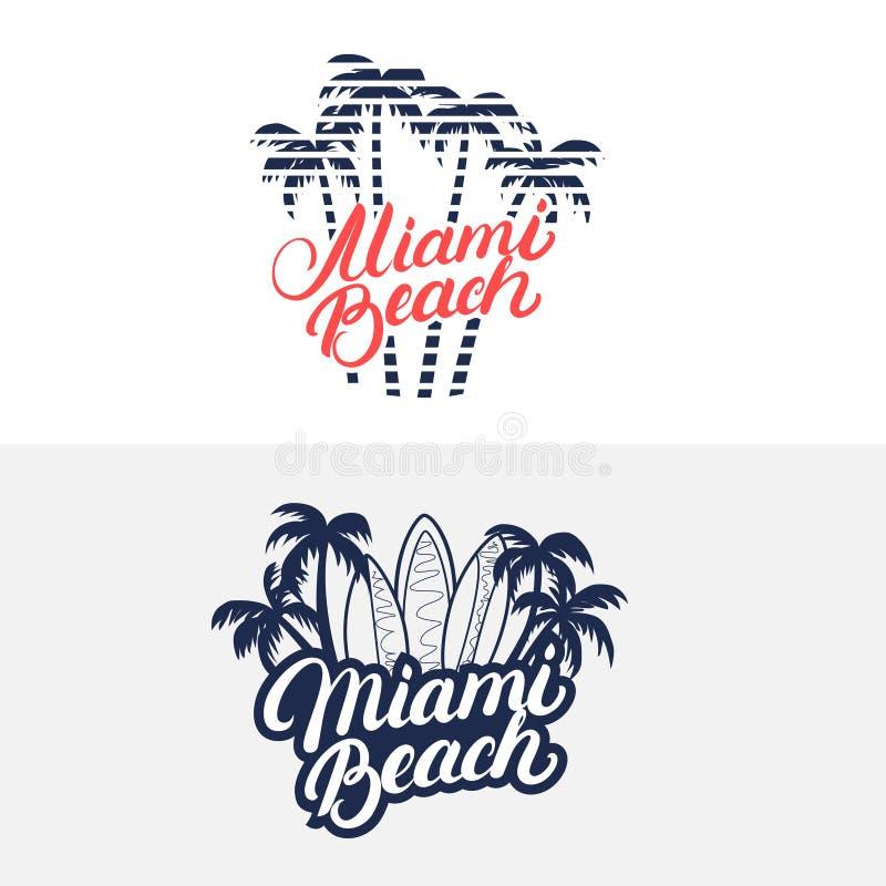 A rotulação escrita mão de Miami Beach com palmas e as prancha para o T imprimem, etiquetam, crachá ilustração royalty free