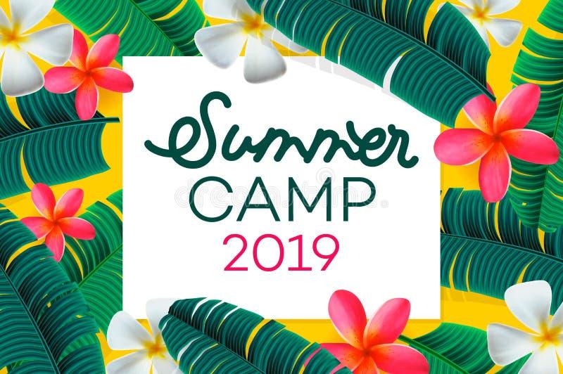 Rotulação handdrawn do acampamento de verão 2019 no fundo da selva com as folhas e as flores tropicais coloridas Ilustra??o do ve ilustração do vetor