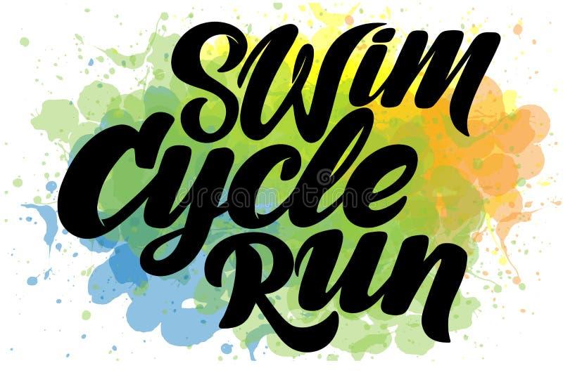 Rotulação tirada mão do Triathlon, citações: Nade forte, dê um ciclo rapidamente, corra-o para ganhar ilustração do vetor