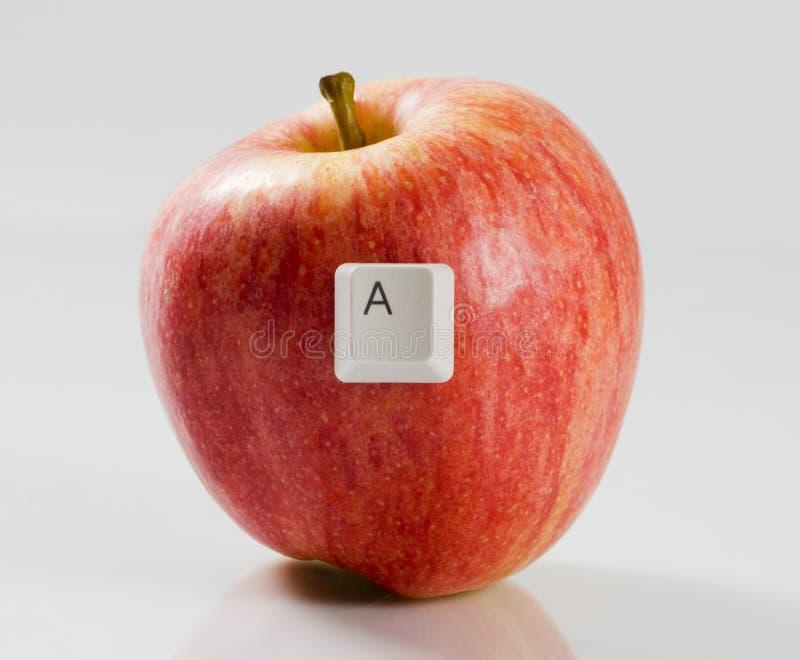 Rotule A em uma maçã vermelha imagem de stock