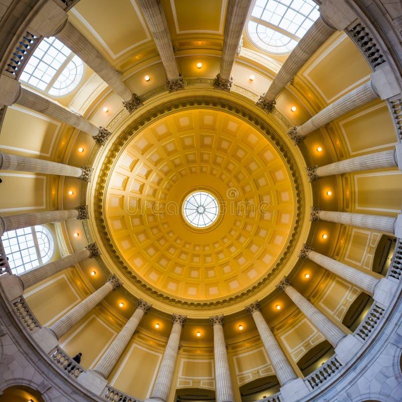 Rotunda θόλος Archi φεγγιτών κτιρίου γραφείων πυροβόλων του Washington DC στοκ εικόνες