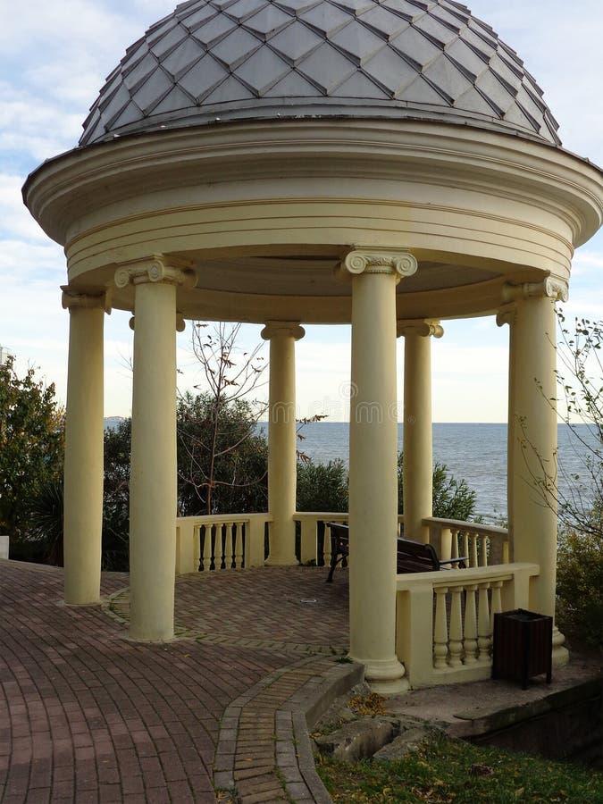 Rotunda κοντινός η θάλασσα, θέρετρο Sochi, Ρωσία στοκ φωτογραφίες