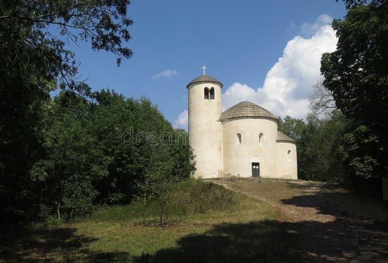 Rotunda de St George et de St Vojtech sur la colline de déchirure images stock