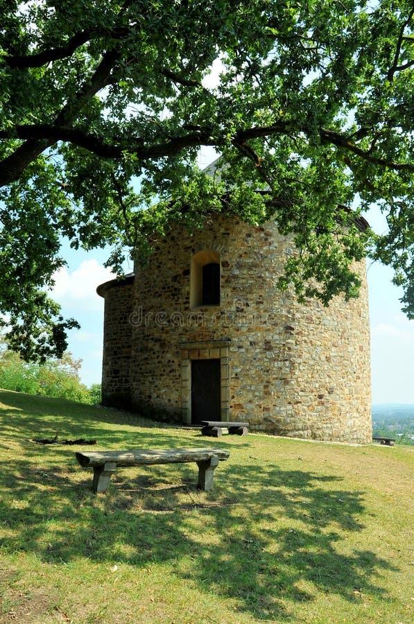 Rotunda de St Peter e de Paul, cidade de Stary Plzenec, República Checa imagem de stock royalty free