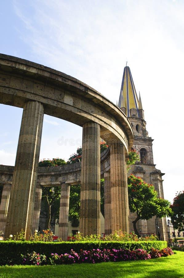 Rotunda di Jalisciences e della cattedrale nel Messico fotografia stock libera da diritti
