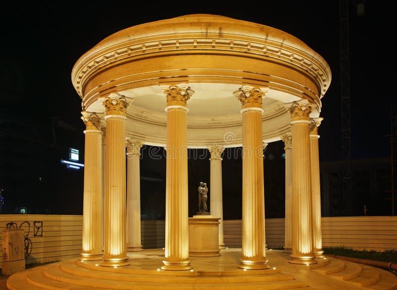 Rotunda na cidade de Skopje macedonia foto de stock royalty free