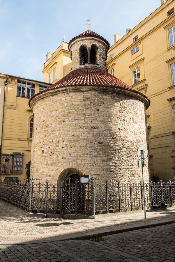 Rotunda Nalezeni sv Krize i den Praha staden i Tjeckien royaltyfri foto