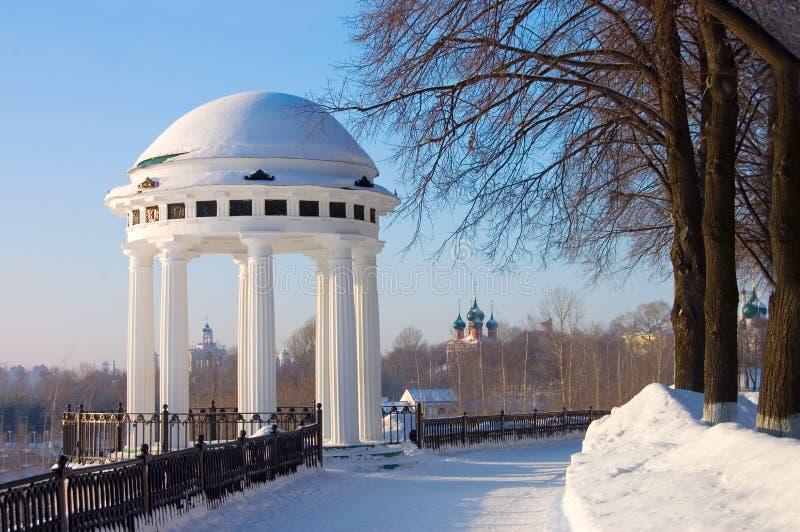 Rotunda no quay de Volga do rio em Yaroslavl foto de stock royalty free