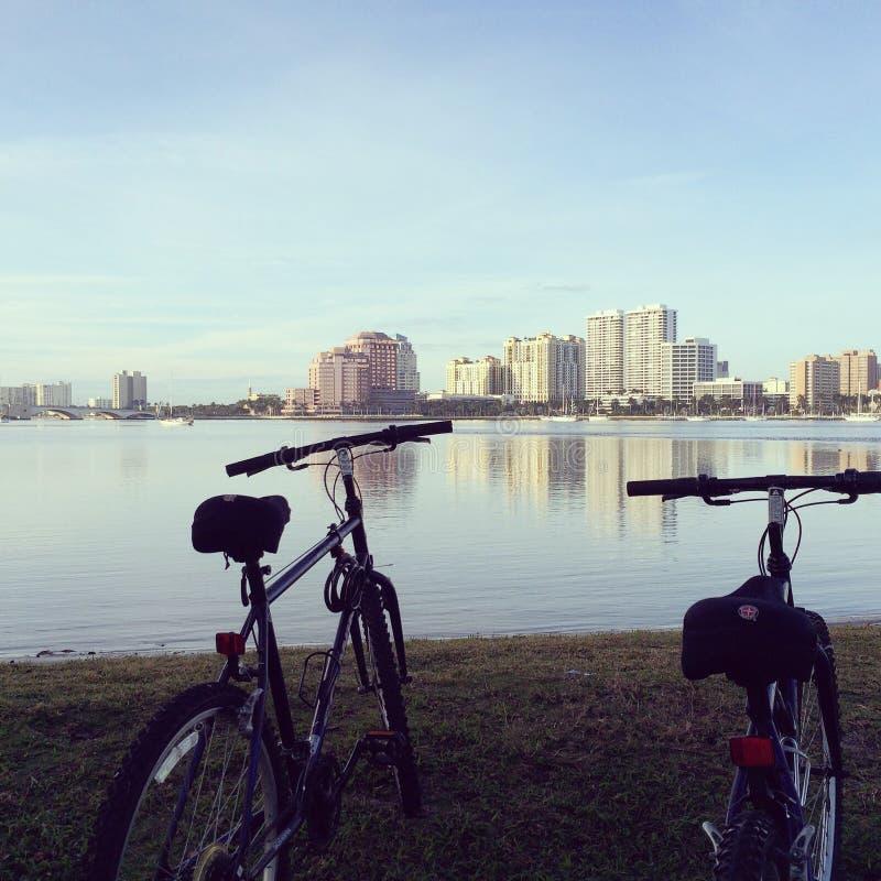 Rotura Biking imagenes de archivo