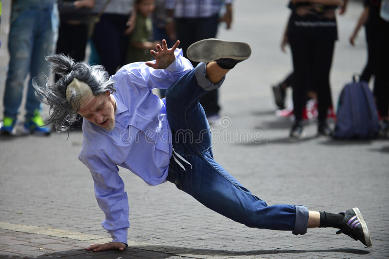 Rotura-danza del baile del viejo hombre imagenes de archivo