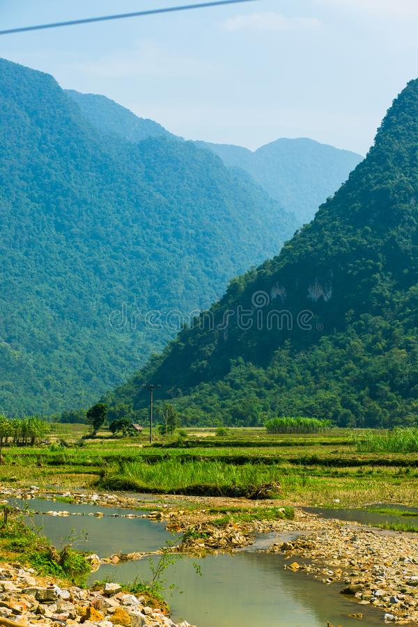 Rotura de dos montañas en PU Luong fotografía de archivo