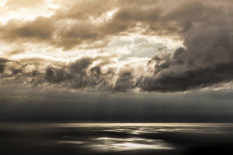 Rotura en la tormenta imagen de archivo